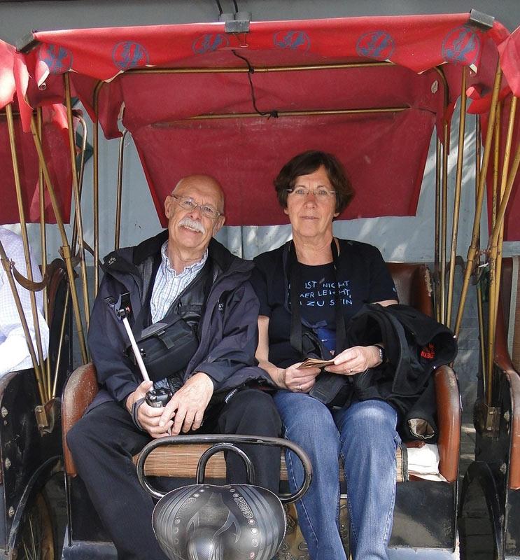 Transsibirische Eisenbahn: Heidi Eden in einer Rikscha