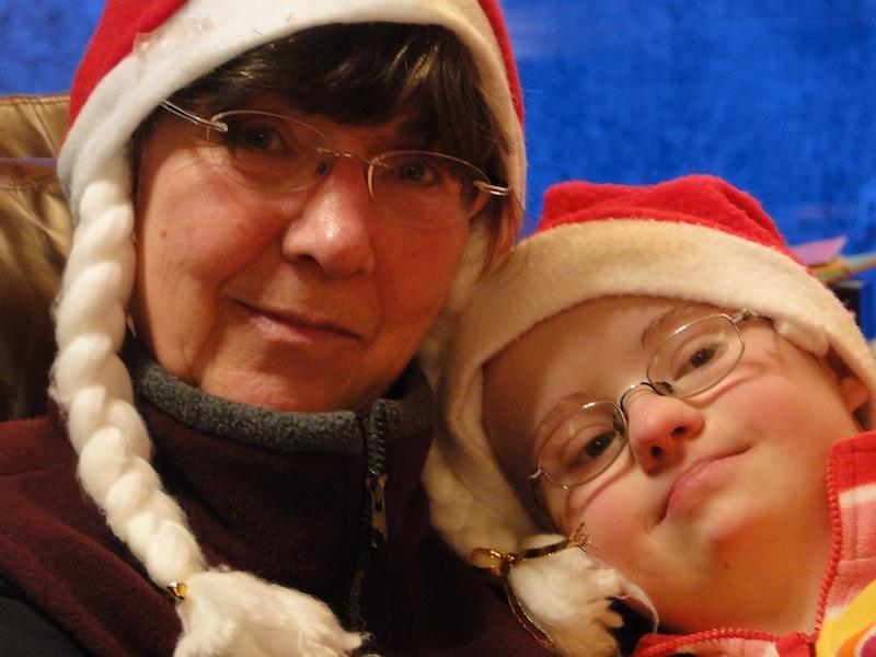 """Fiona und Heidi warten auf """"Santa Claus"""""""