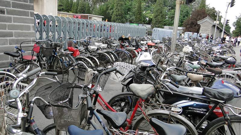 Transsibirische Eisenbahn: Peking - Räder am Eingang desHimmelstempels