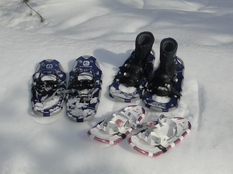 Drei Paar Schneeschuhe