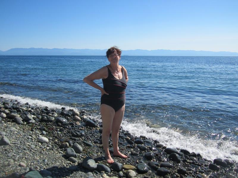 Einmal im Pazifikwasser baden, wenn auch nur bis zu den Waden - wegen der Steine, ehrlich