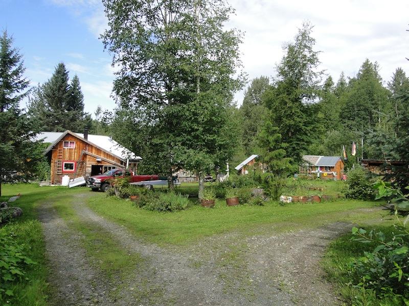 Wohnhaus, Schuppen, Gewächshaus