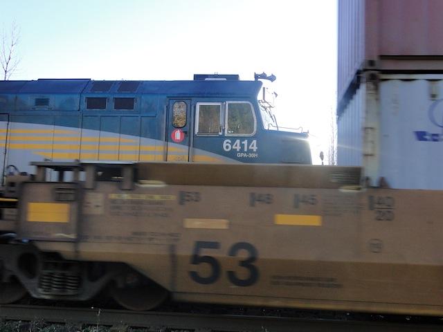 Züge auf dem Bahnübergang