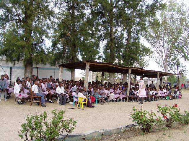 Alle Schüler sangen und tanzten für uns