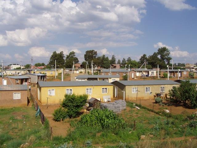 """""""Neue"""" Haeuser in Soweto"""