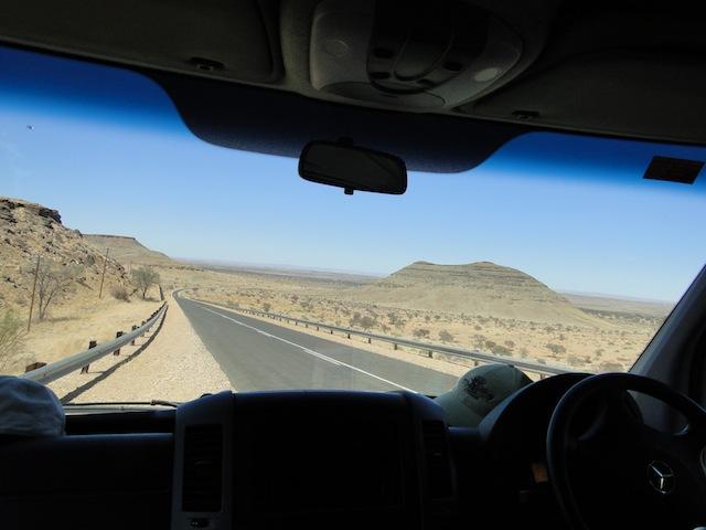Fahrt durch die Namib-Wüste