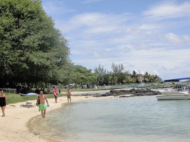 Schmaler Strand von Malheureux, viele Felsen