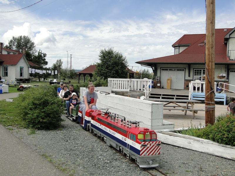 Es war eine schöne Fahrt mit dem kleinen Zug , Fiona: sehr sehr wackelig