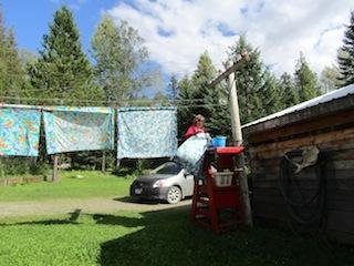 Meine Aufgabe: die tägliche Wäsche, dazu  zahlreiche Decken, Bettwäsche und Gardinen für den Container
